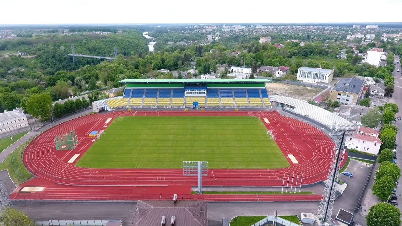 Ухаживаем за красавцем стадионом в Житомире
